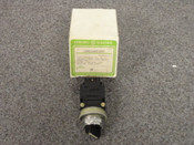 GENERAL ELECTRIC *OEM* MINATURE OILTIGHT SWITCH, PART# CR104B322